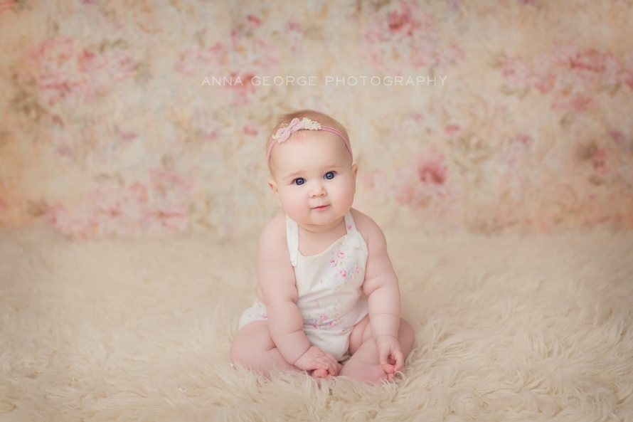 Anna george is a photographer located in madison wi and specializes in fresh modern customized portrait sessions including newborns babies children